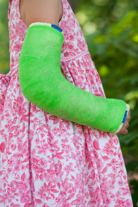 girl with broken arm