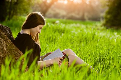 teenage_girl_reading_book